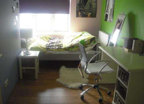 Girls bedroom downstairs, bed 1.20 m width