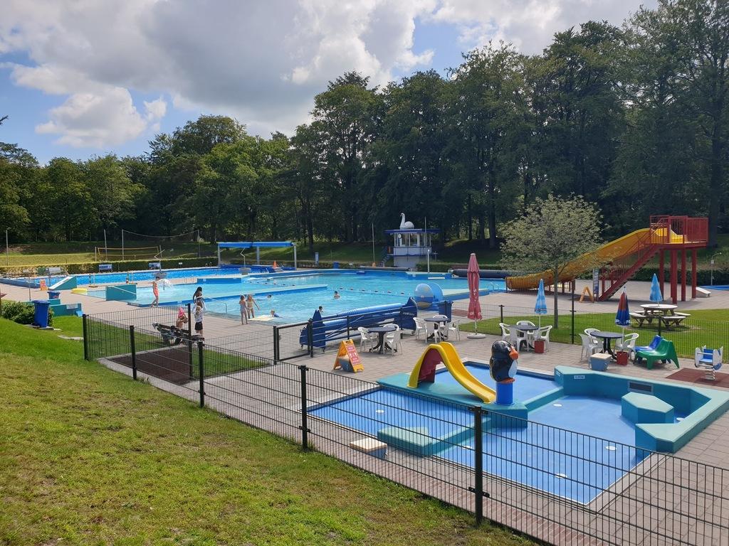 Open air swimming pool Zwanenmeer in Gieten (4 km)