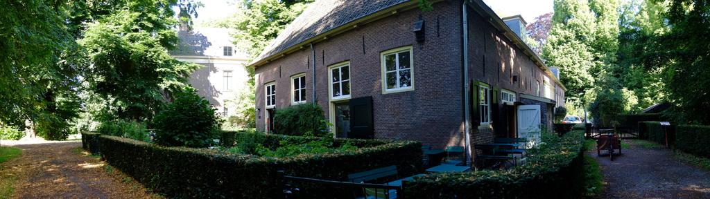 Eat delicious pies at the Veldkeuken in Amelisweerd