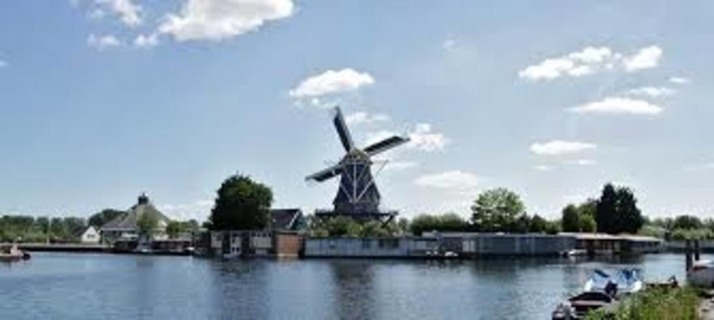 Ringvaart (river) and windmill between Badhoevedorp and Amsterdam