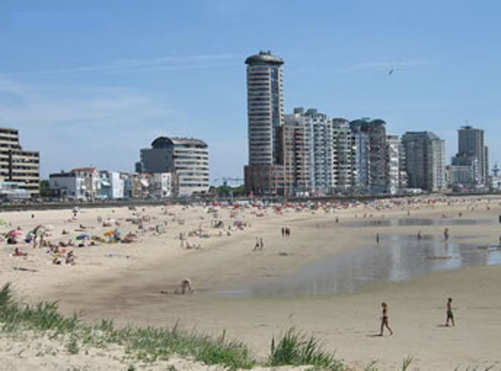Beach, Boulevard, lots of restaurants
