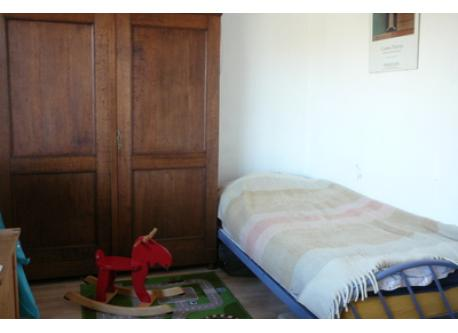 Multifunctional room with two guest beds (only one in the photo).