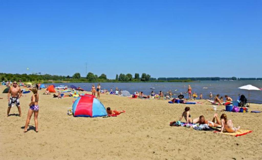 river beach 10 min.