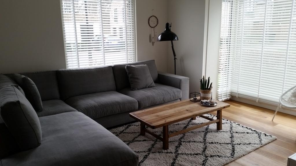Our livingroom with smart tv (Netflix etc)