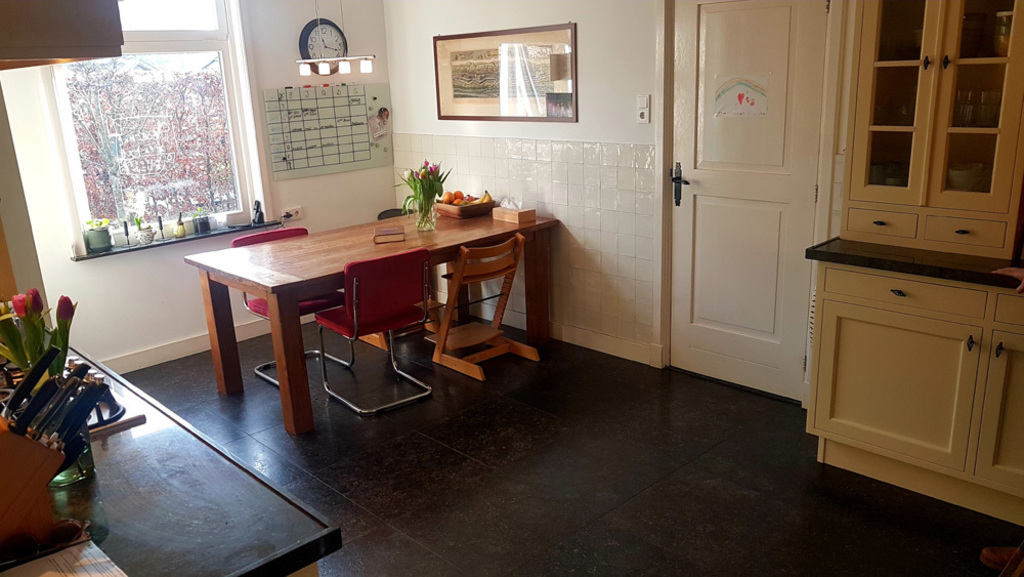 Kitchen, with large dining table