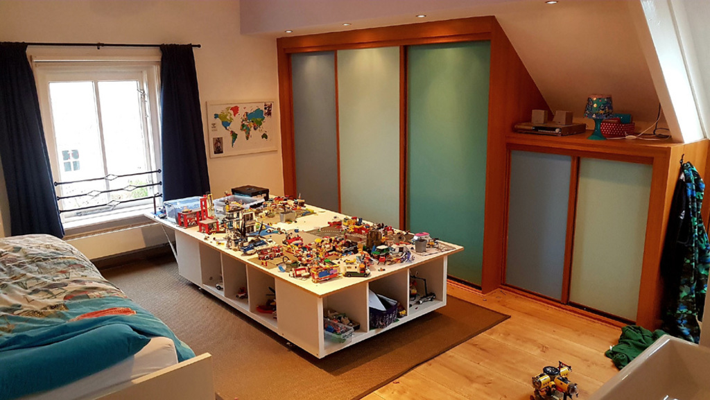 Floran's bedroom (with large Lego play table)
