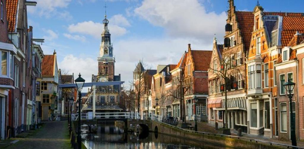 Alkmaar, charming little town at 15 minutes' bike ride through wooded parklands.
