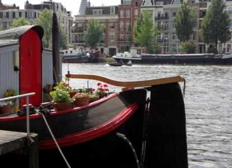 The Amstel River is only a 2 minute walk away