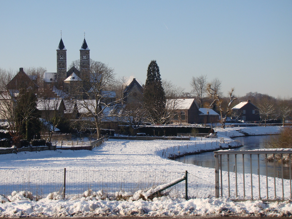 The basilica in winter, with the river Roer