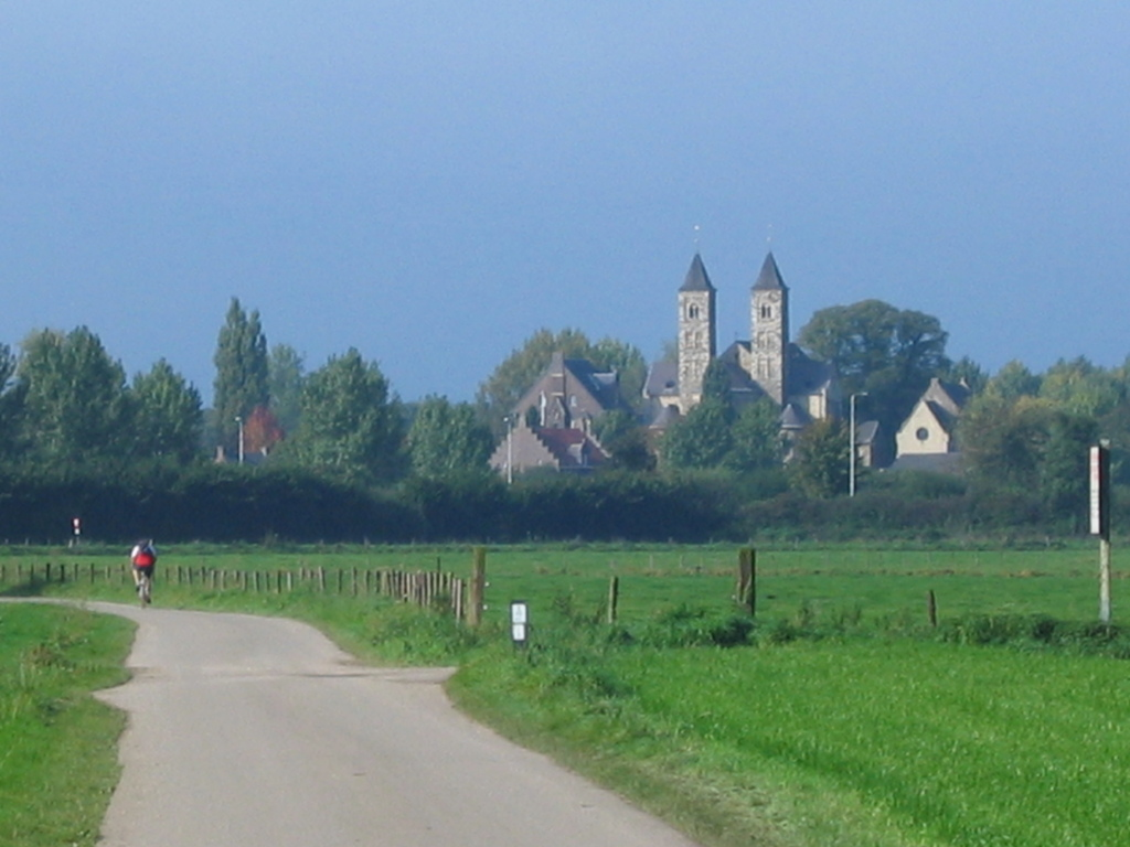 The basilica, seen from the Melicker Oheweg.