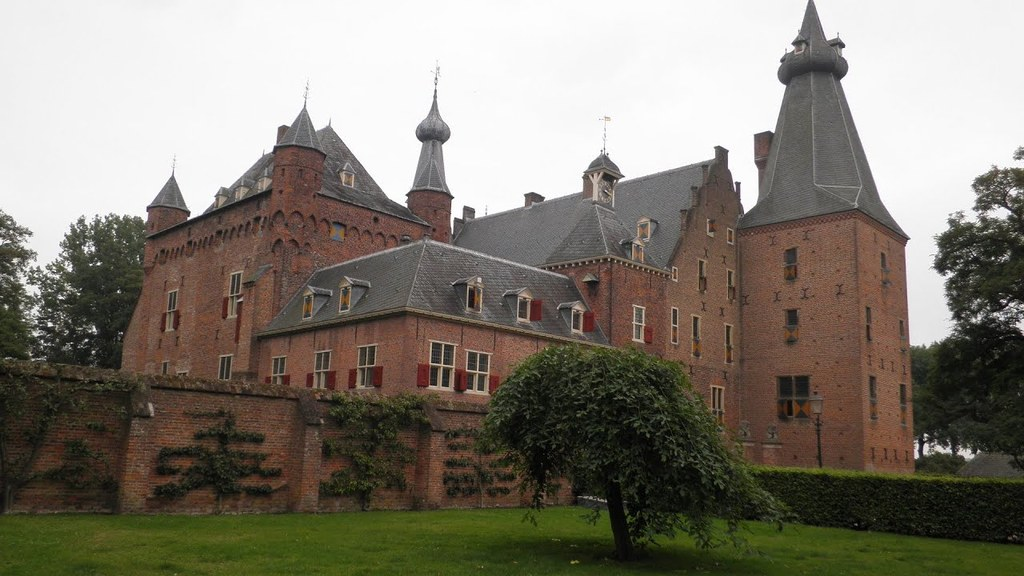 Castle Doorwerth (25 km away)