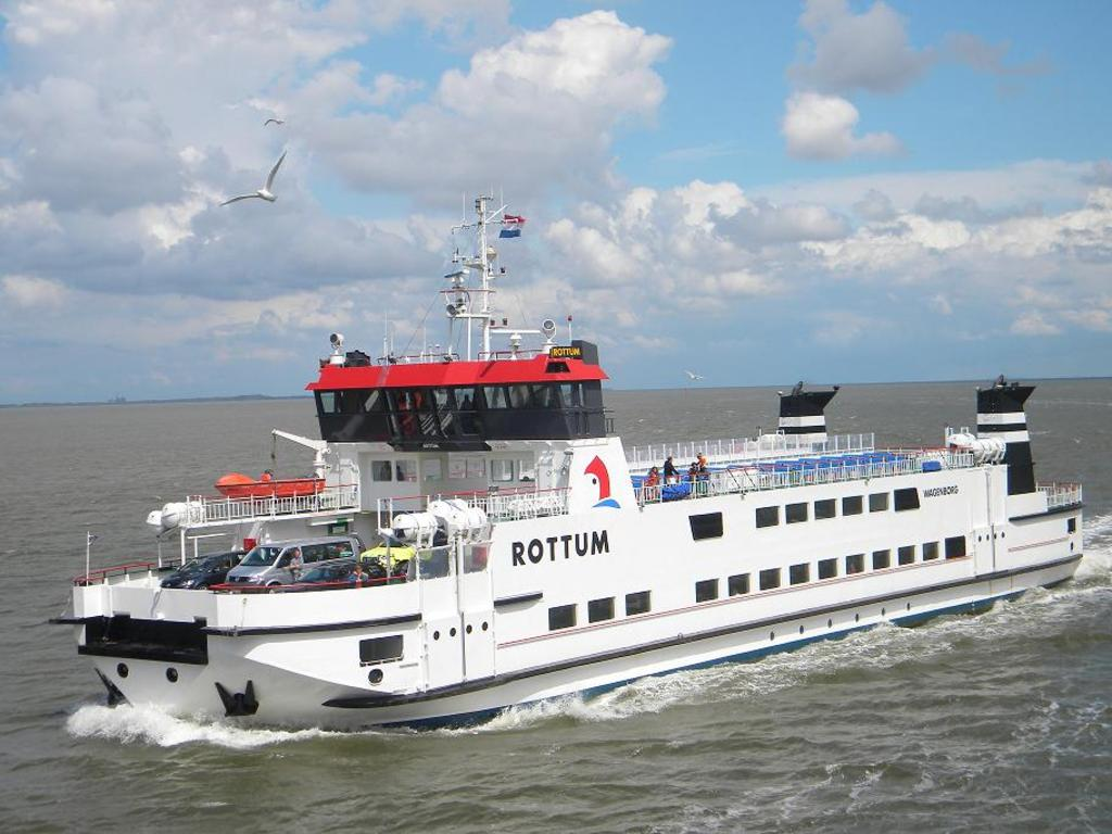 Visit one of the islands, only 40 minutes by bus or car to the ferry