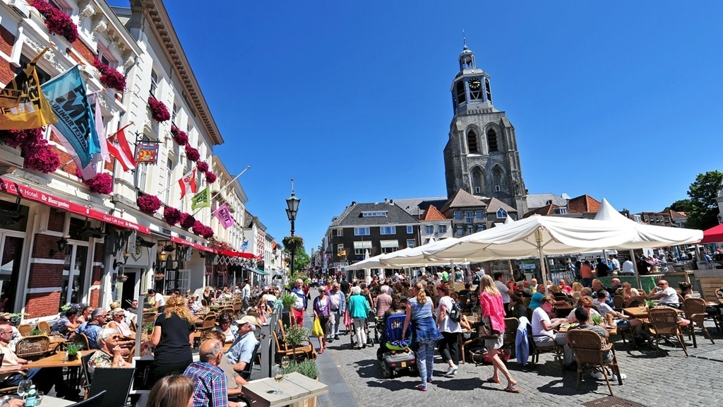 Bergen op Zoom, a nice old city. 10 minutes away
