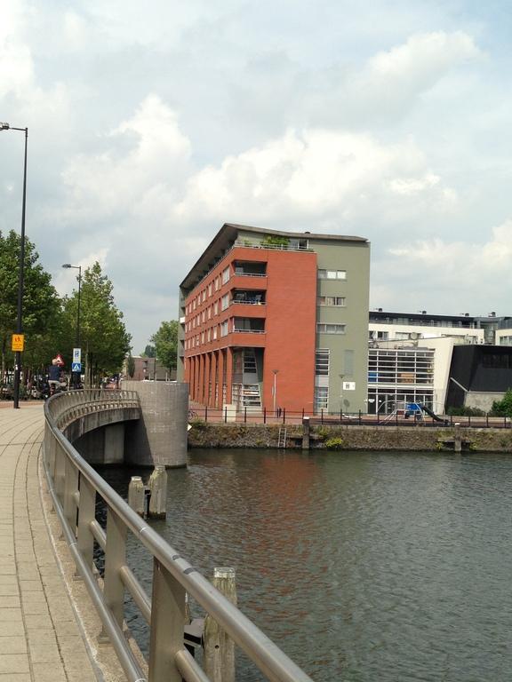 Appartement, gezien vanaf de brug