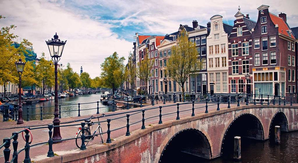 Amsterdam - 1 h by car / 1h15min by train