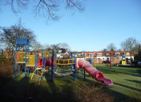Playground (200 m)