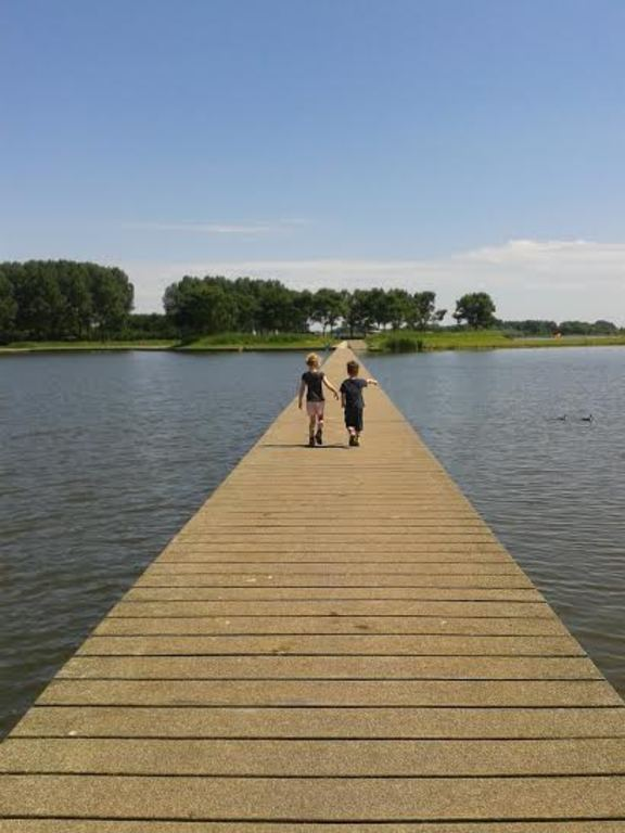 Talking a stroll at the recreational lake (5 minutes by bike)