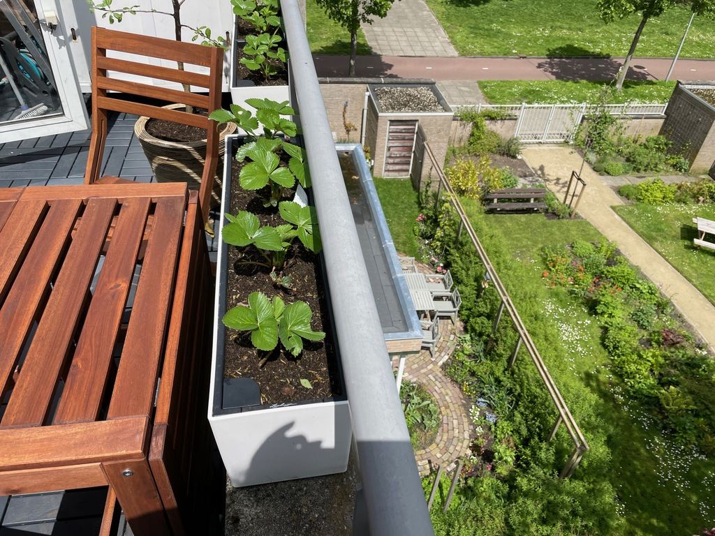 balcony with shared garden