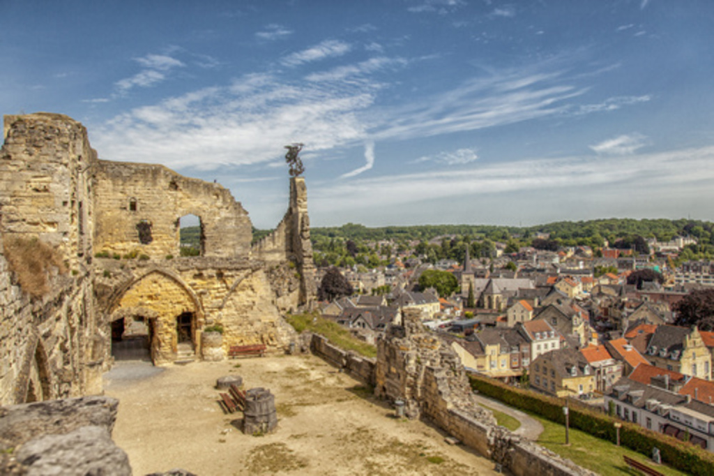 Beautiful ruine and city Valkenburg (1 hour 15 min)