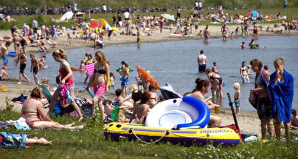 Lake 'Plas Hoograven' - swimming in summer (10 min bike)