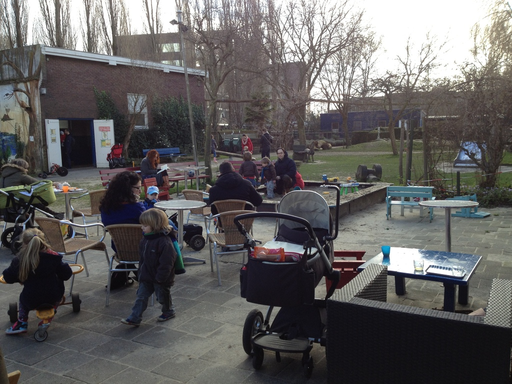 Playground tea house and city garden 'Nieuw Rotsoord' (5 min) - fun for small and bigger kids and parents!