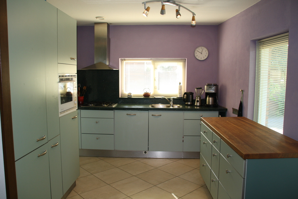 kitchen with dishwasher, microwave/oven and fridge