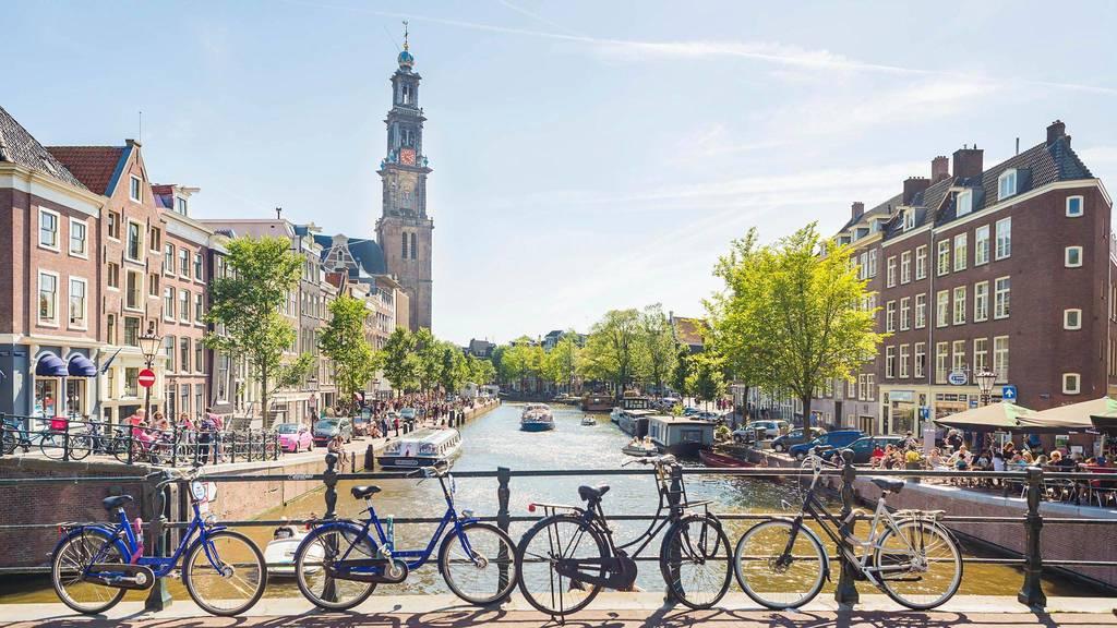 Amsterdam (1h15m drive)