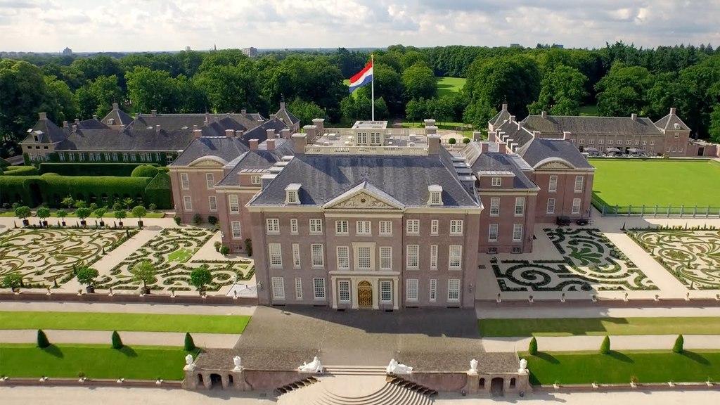 Palace Het Loo (30 min drive)