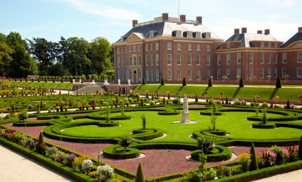 """Palace """"Het Loo"""" with the gardens. Ca. 30 minutes by car."""