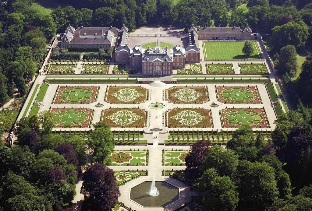 "The gardens of Palace  ""Het Loo"" in Apeldoorn."