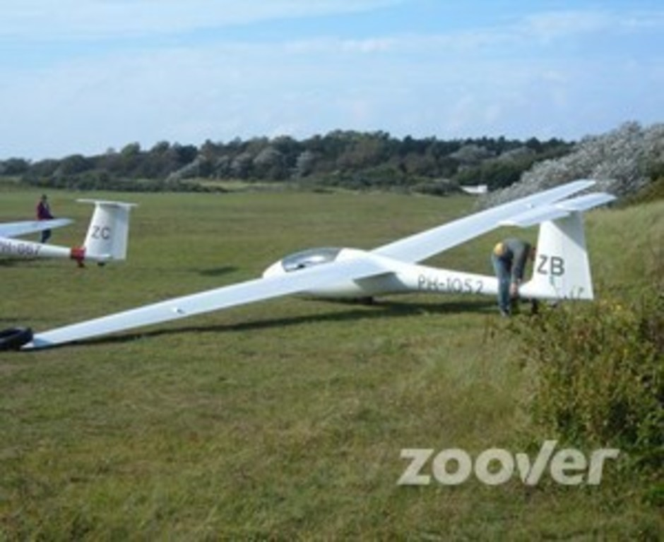 gliding above the dunes and the see