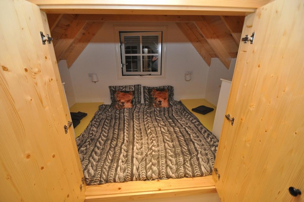 Bedstay upstairs for  2 people. Gezellige bedstee voor 2 personen op de vide