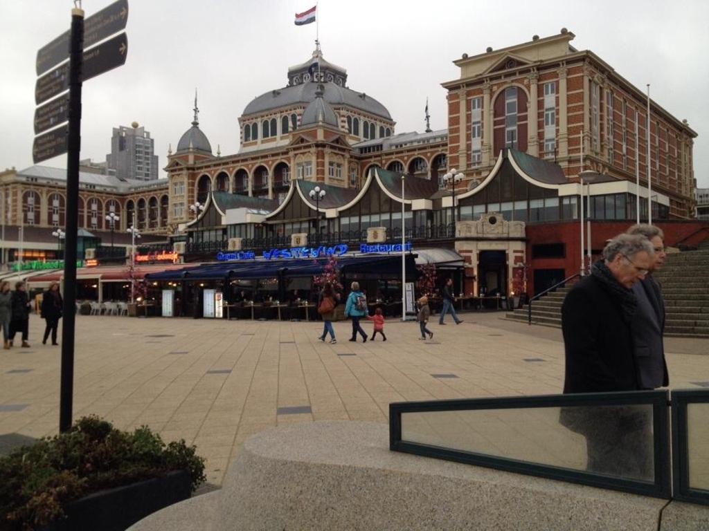 Den Haag (1 hr. By train)