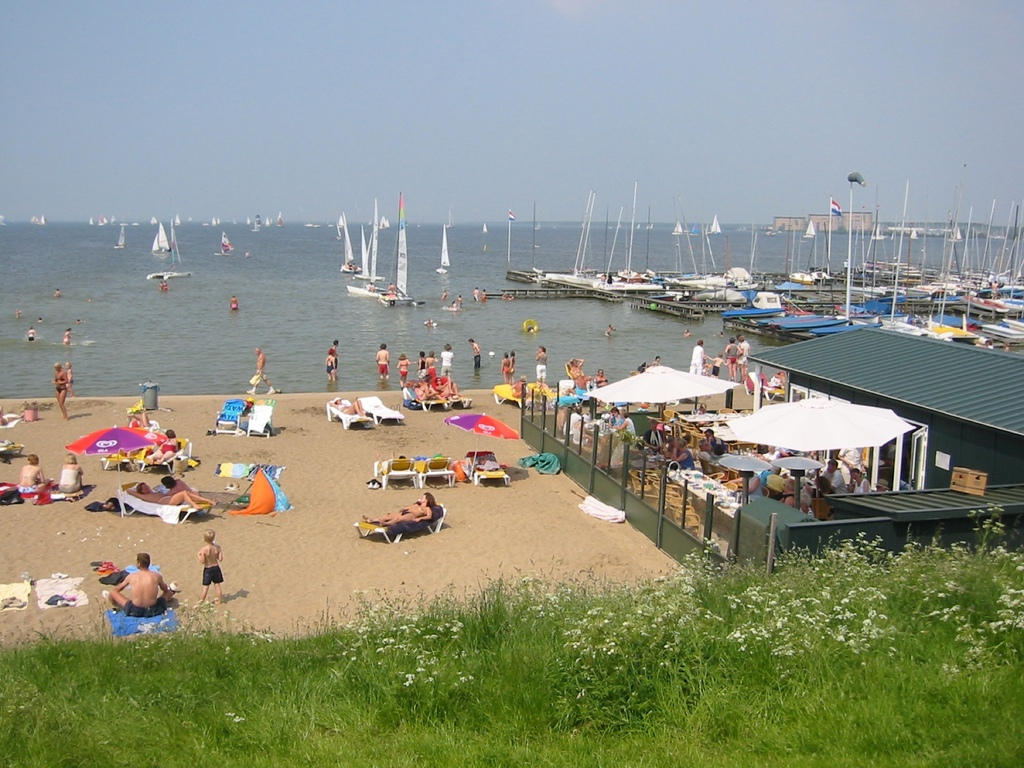 Beach Muiderberg, 15 mns drive