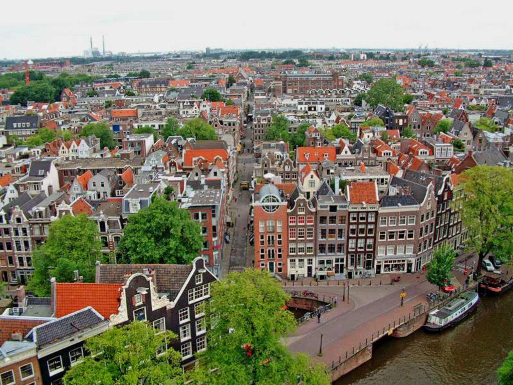 Amsterdam, 35 mns by train, 20 mn by car