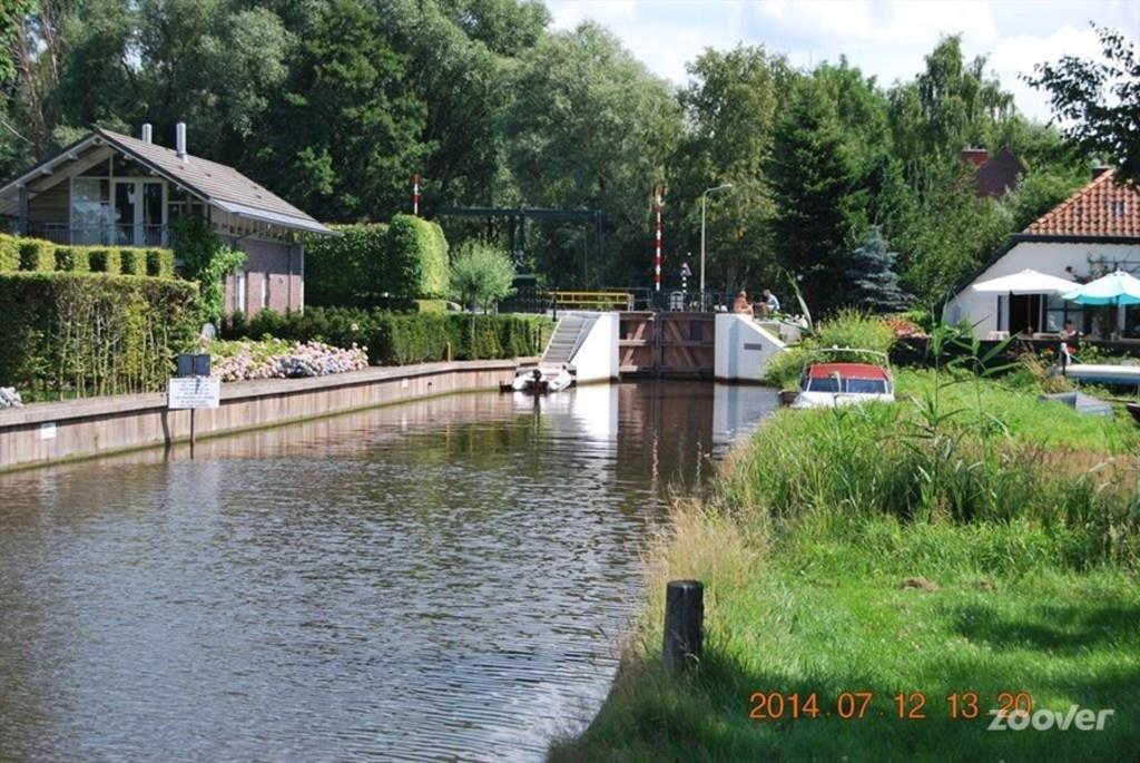 Sluice by Paterswoldse meer.