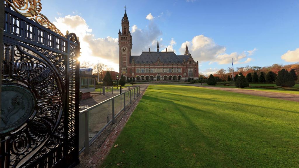 The peace palace, 5 minute walking distance