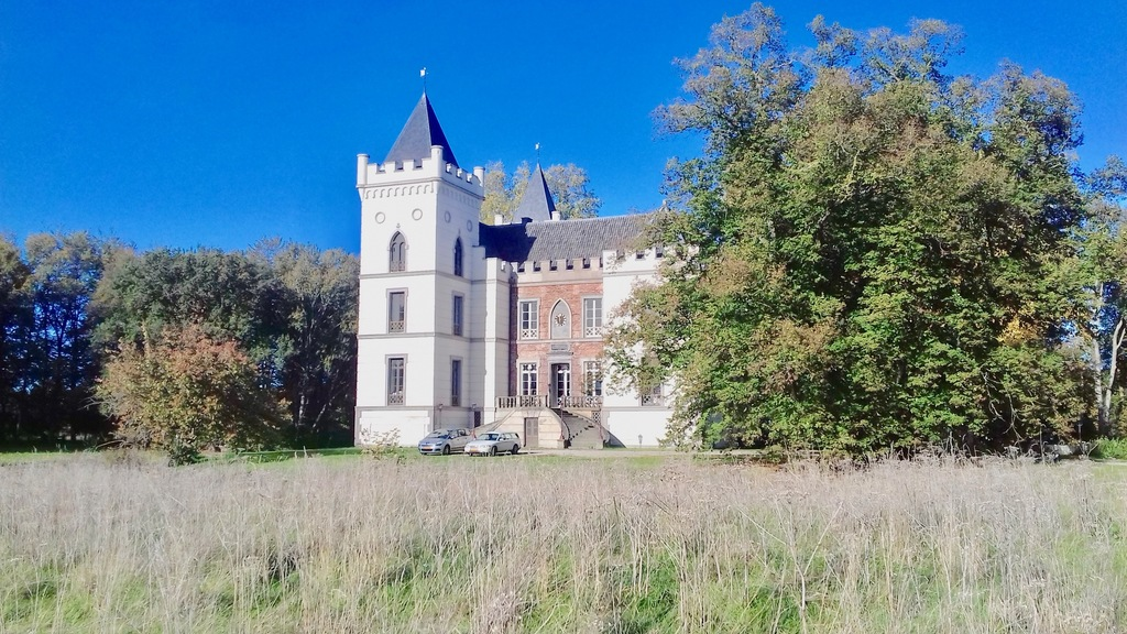 Beverweert castle at 3 Km