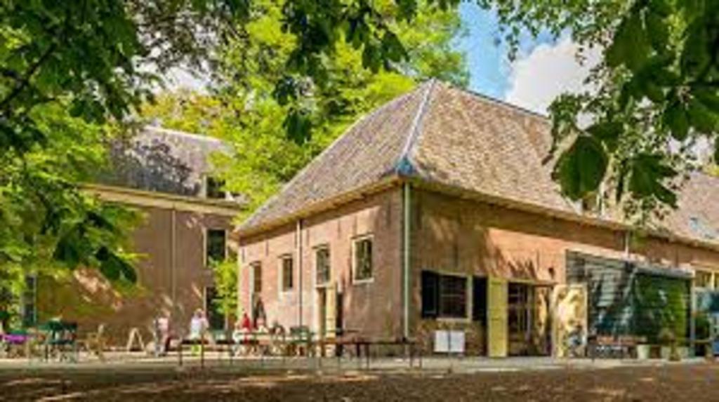 Veldkeuken, bakery and restaurant, 10 minute bike ride