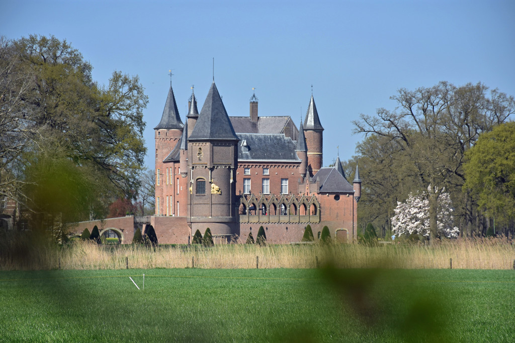 Castle Heeswijk only 20 minutes away and open for public