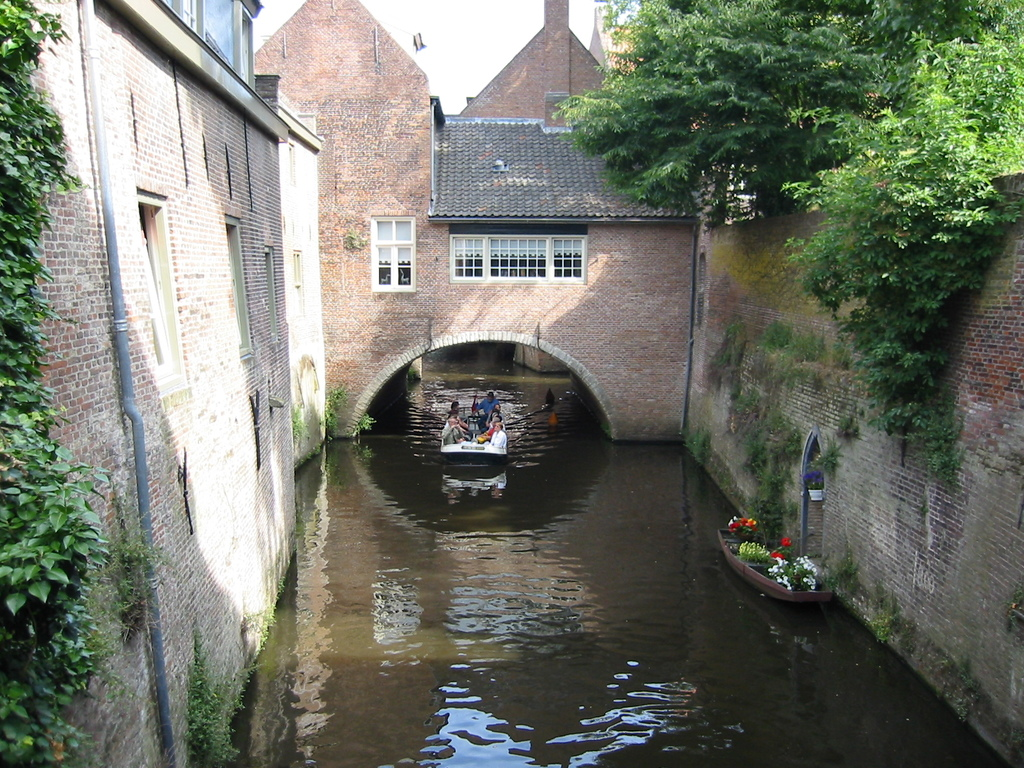 """In 's-Hertogenbosch you are able to go on a little boat underneath the city. """"binnen dieze"""""""