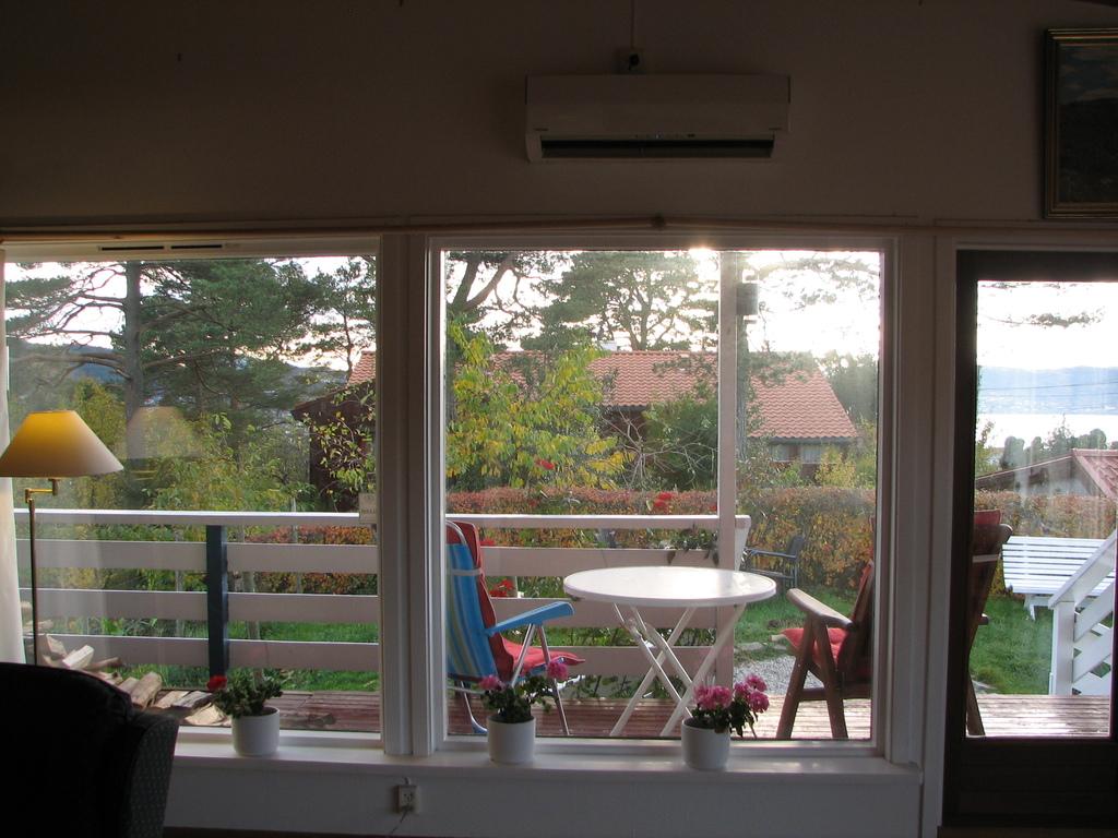 Exit to veranda and garden