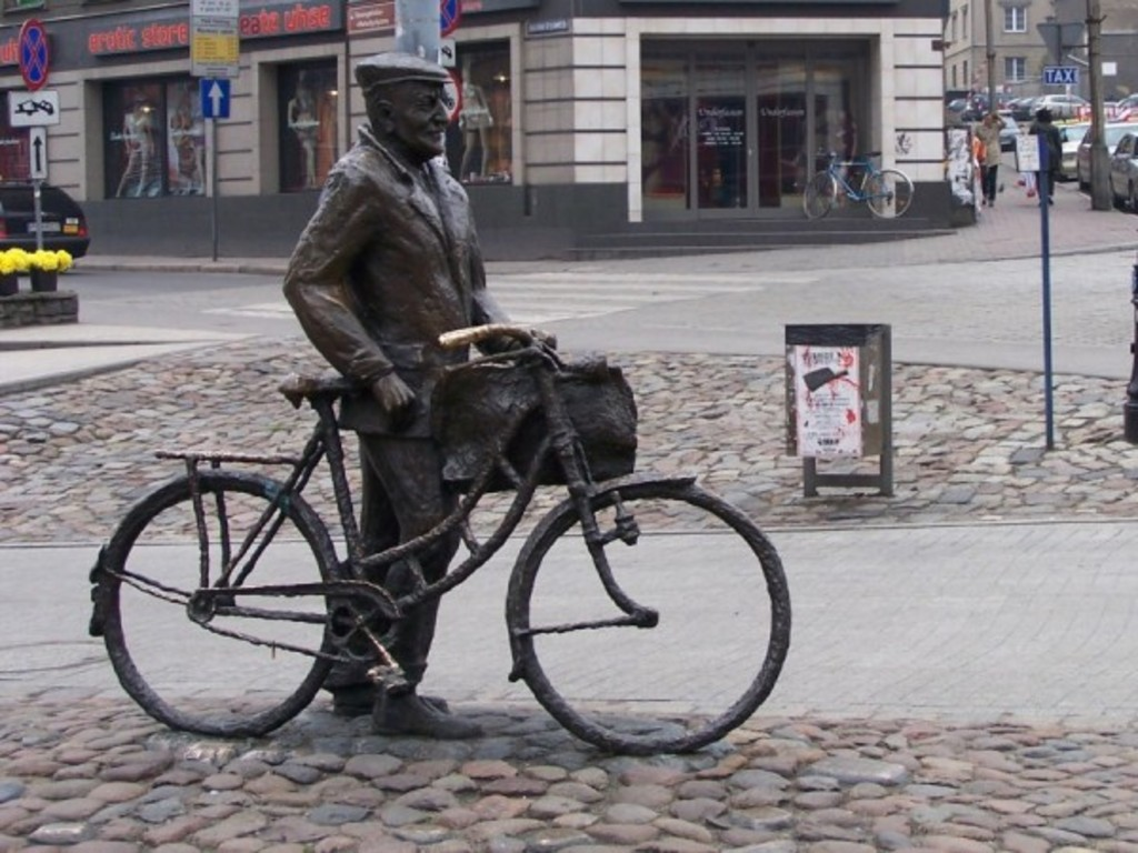 Poznan by bike, Old Marych monument