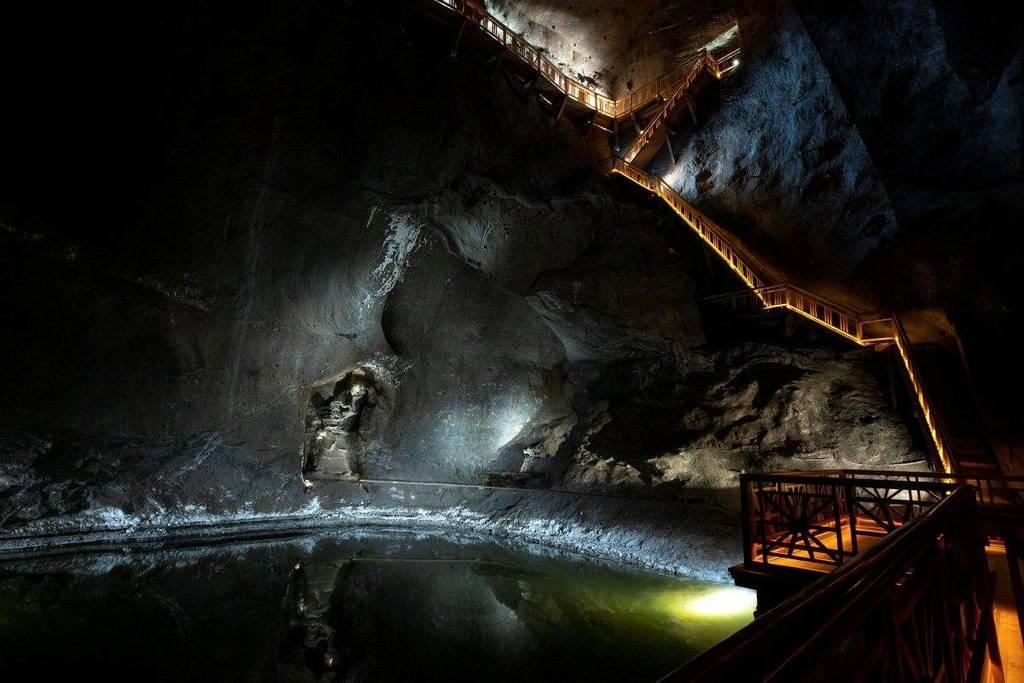 """Pause The """"Wieliczka"""" Salt Mine"""