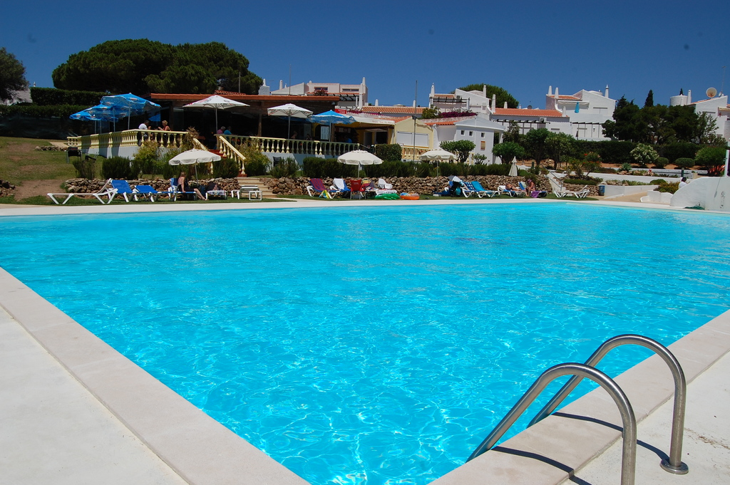 "The large pool and the restaurant ""O Fourno"""