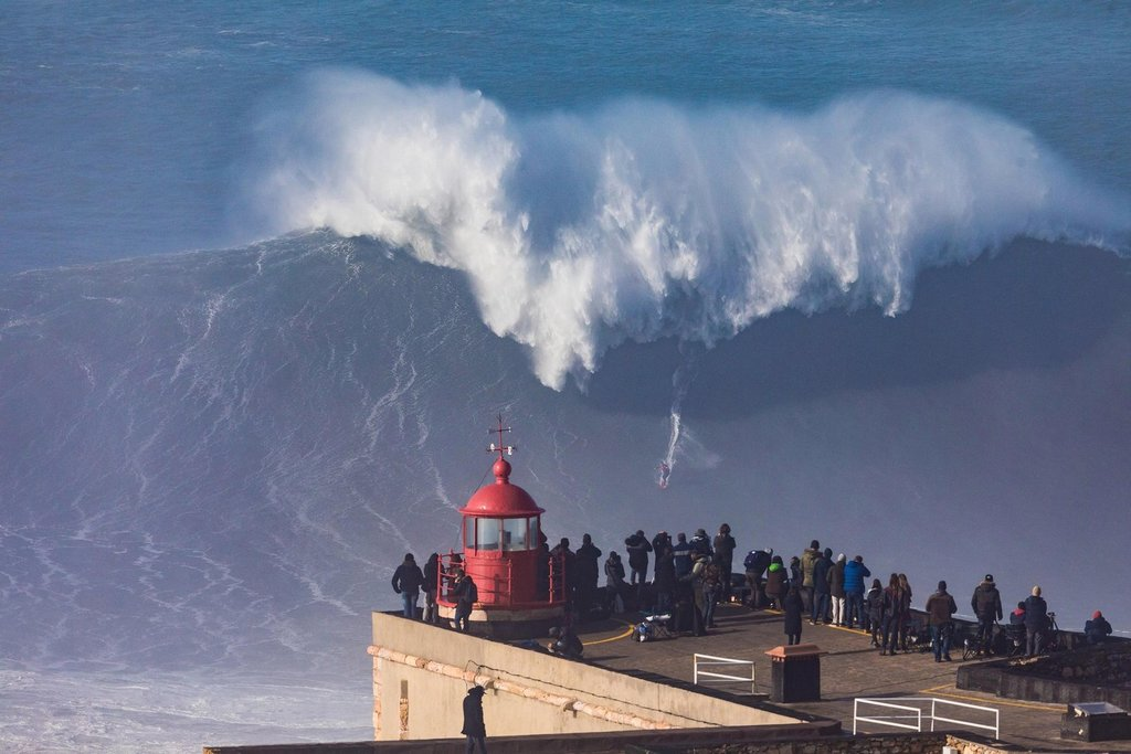 Nazaré (giant waves) (45 km)