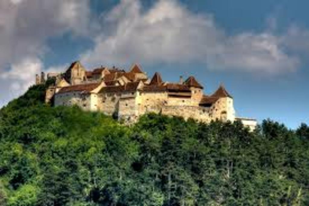Rasnov Fortress, 9 km