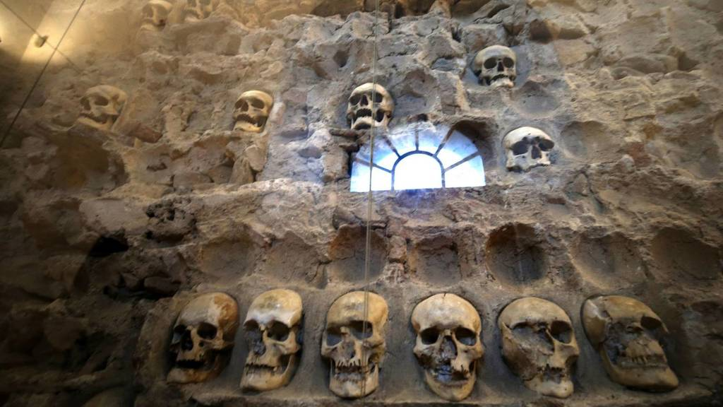 Skull Tower,,Ćele kula,,