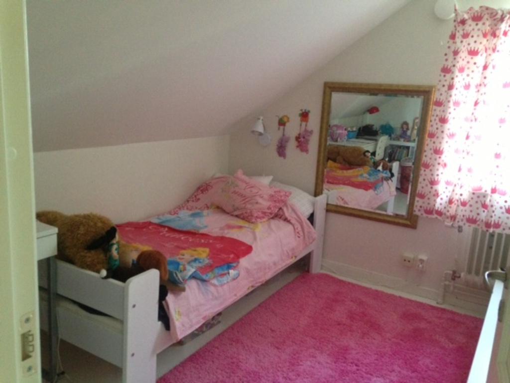 Girl (Princess) room - fullsize bed