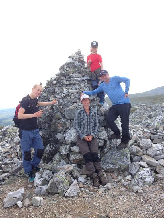 Jolsens family at the top of Sånfjället